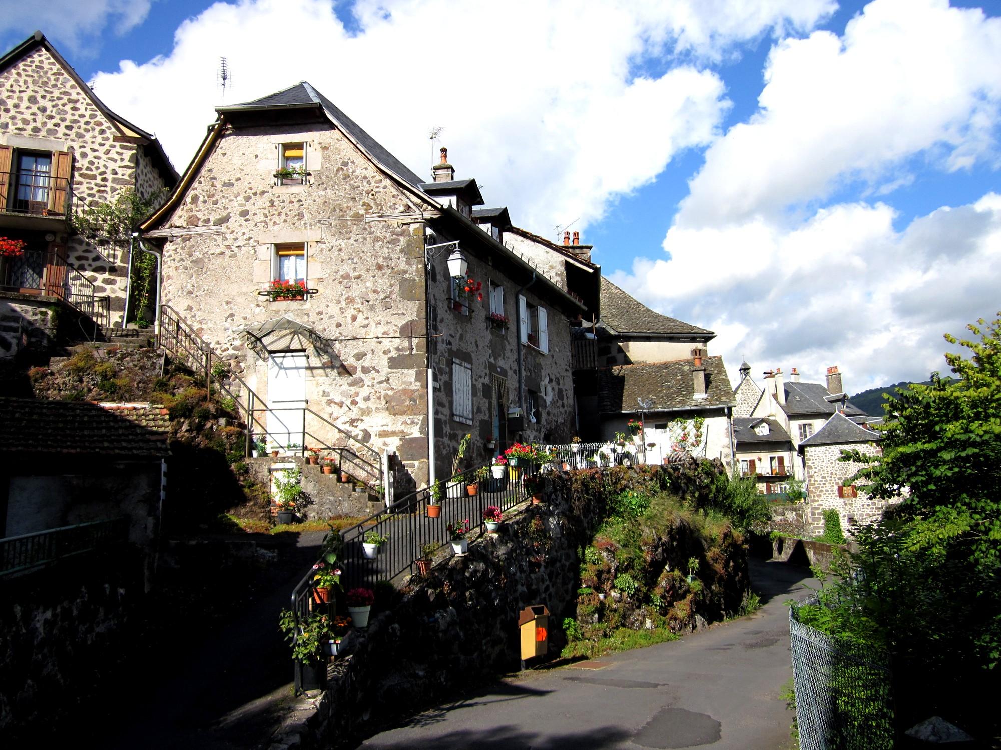 11 saint jacques des blats vic sur c re 16 5 km via arverna - Office de tourisme vic sur cere ...